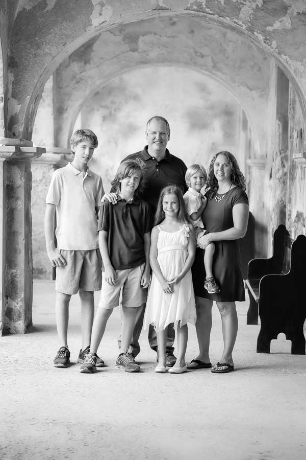 Outdoor portrait family of six