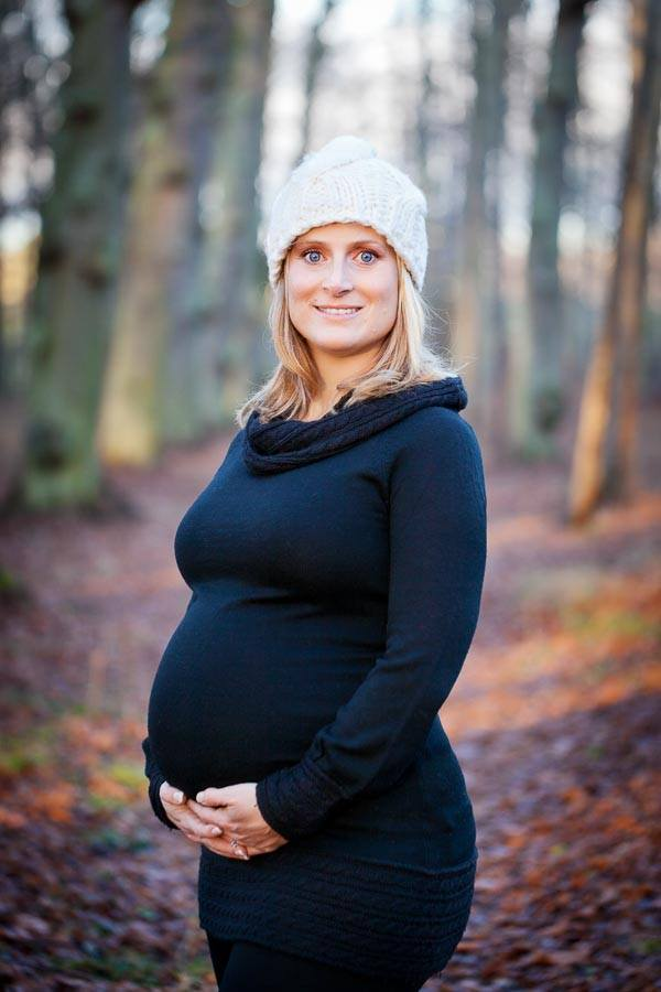 Outdoor maternity portrait in woods