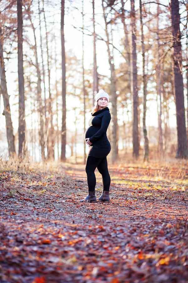 Autumn outdoor pregnancy photo shoot